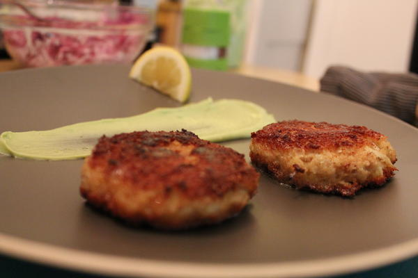 Crab Cakes with an Avocado/Yogurt sauce