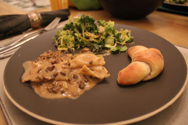 Truffle Cream Sauce with Agniolotti, served with salad and a roll